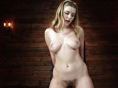 Blonde harlot gets sexual pleasure from hammer away kinky machine