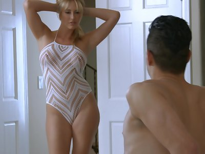 Brett Rossi knows how to treat friend's hard pecker during the sex