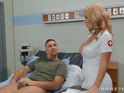 Sexy nurse Savannah Bond adores facial and hard sex in the hospital