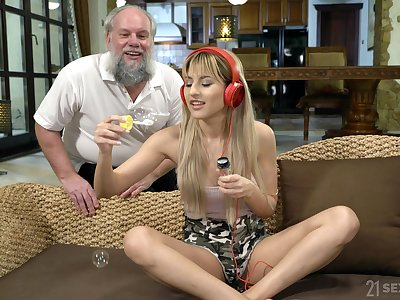 Teen music lover babe Sarah Cute pounded hardcore by an old dude