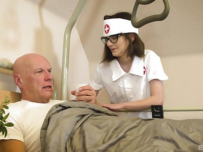 Nurse treats old patient with the most insane XXX
