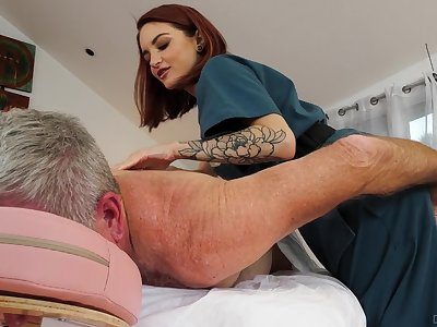 Cute masseuse Lola Fae rides turned on older purchaser in cowgirl pose