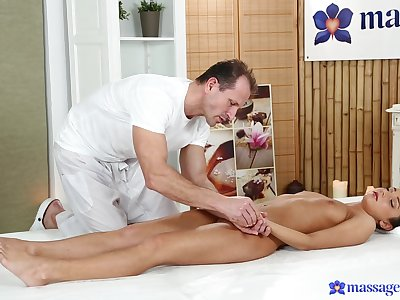 Breathtaking Foxy Di lets her talented masseur go another completely