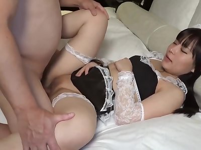 Cute And Na�ve In Maid Costume Sucks And Fucks